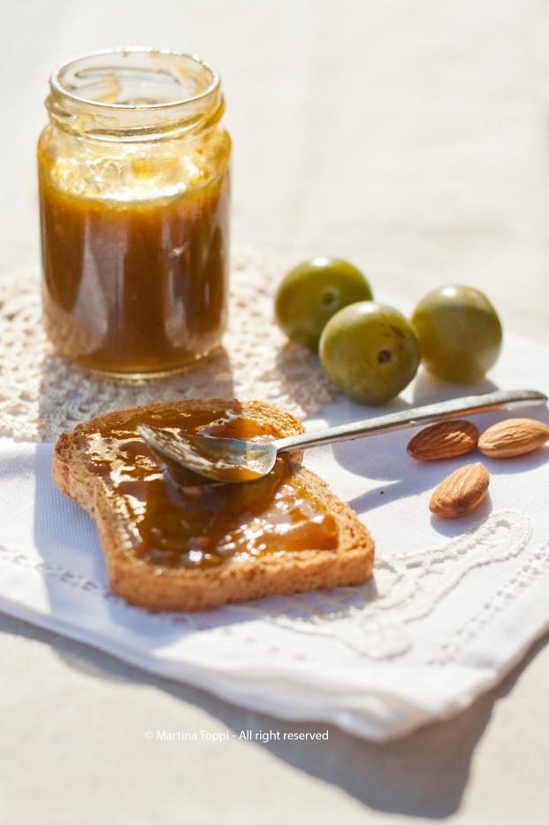 Confettura di prugne regina, brandy e mandorle tostate
