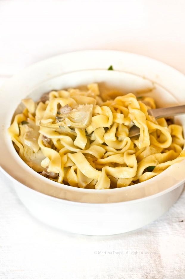Tagliatelle homemade con carciofi e salsiccia al profumo di basilico