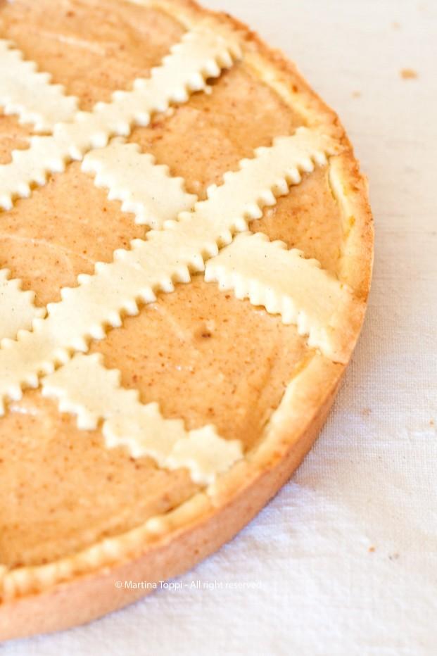 Crostata con crema di ricotta e amaretti
