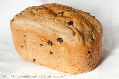 Il mio primo pane con la macchina del pane: pane con noci e uvetta