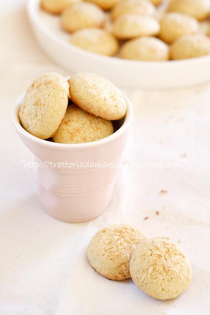 Biscotti cocco e lime dedicati all'Aquila