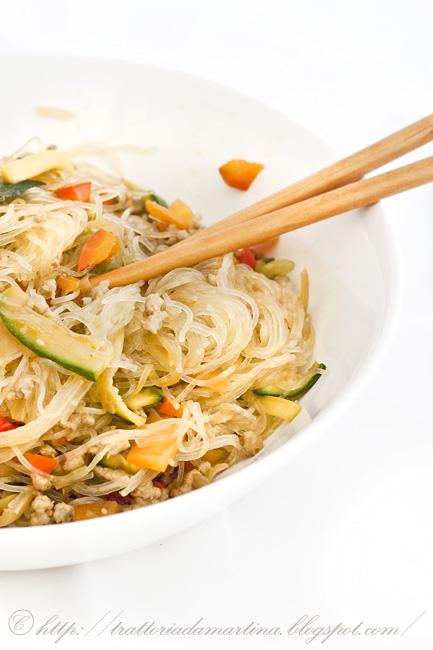 Spaghetti di soia saltati cinesi