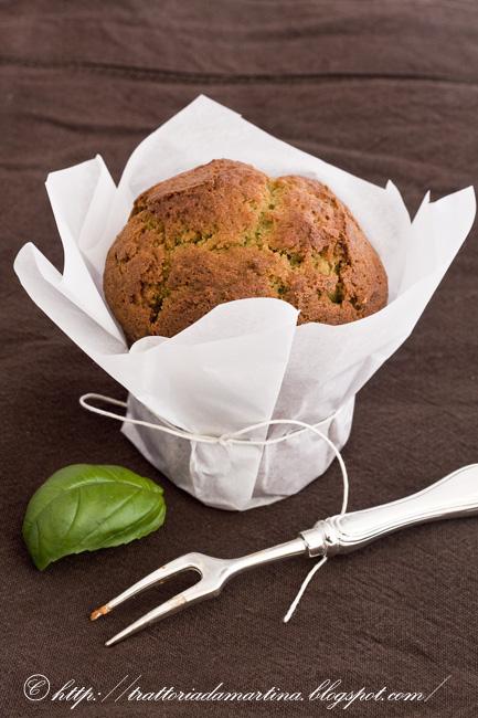 Muffin dolci-salati al basilico e noci