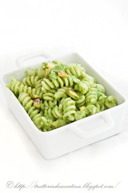 pesto di cipollotti, lattughino e pistacchi
