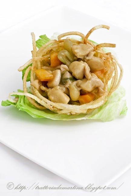 Cestini di patatine con pollo alle verdure