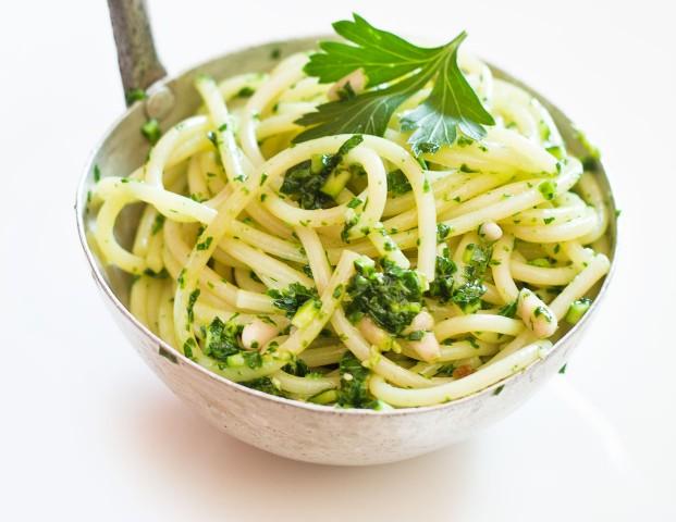 Spaghetti al trito di erbe aromatiche
