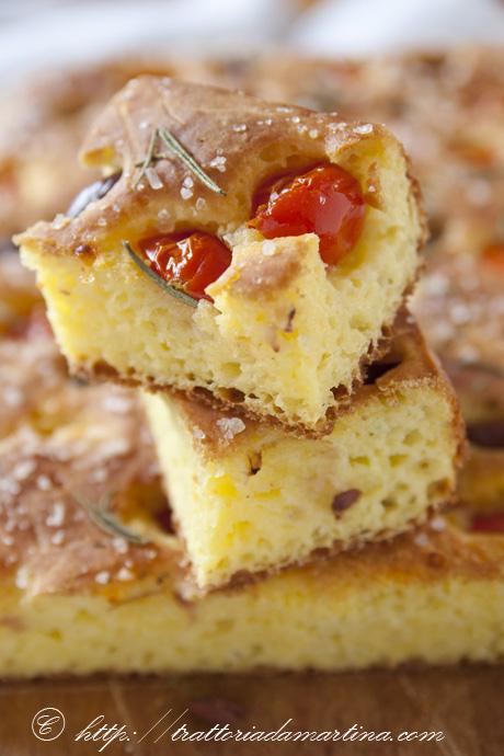 Focaccia senza glutine ai pomodorini e olive