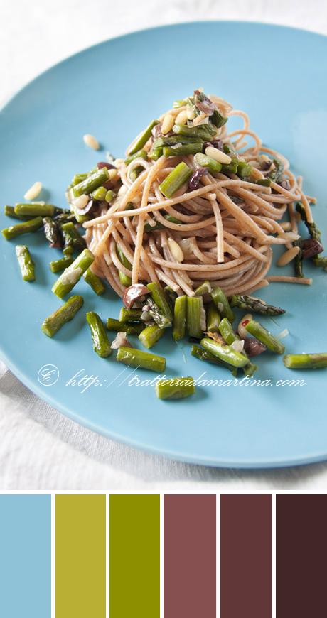 Spaghetti di farro sfiziosetti con asparagi, olive Kalamata e pinoli