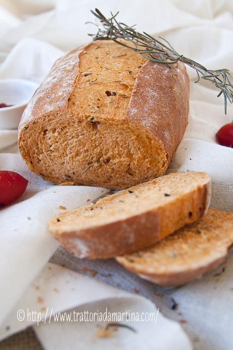 Pane senza impasto al pomodoro con rosmarino e semi di nigella per il world bread day