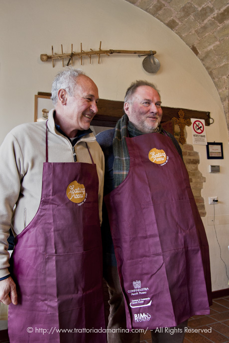 Ugo Marcelli e Leonardo Seghetti coi grembiuli di Eating Piceno
