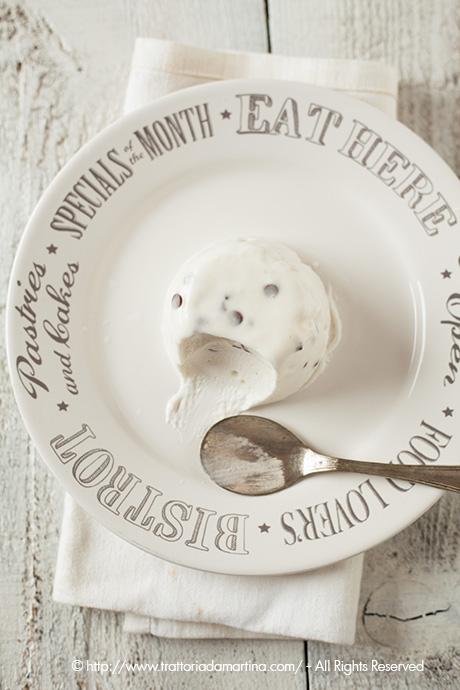 bavarese allo yogurt con gocce di cioccolato