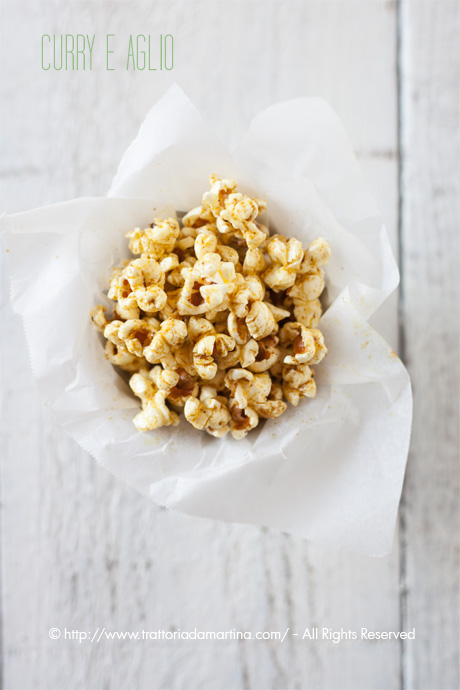 Pop corn all'aglio e curry Madras