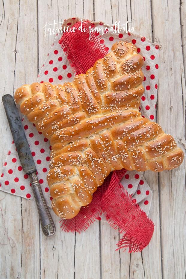 Intreccio di pane all'olio per la tavola di Natale