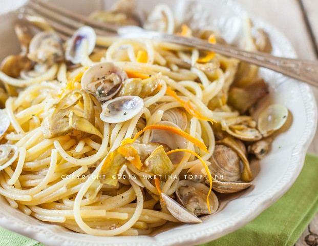 Spaghetti con carciofi e vongole all'arancia