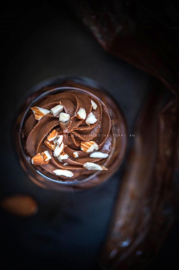 Mousse di cioccolato e avocado vegan