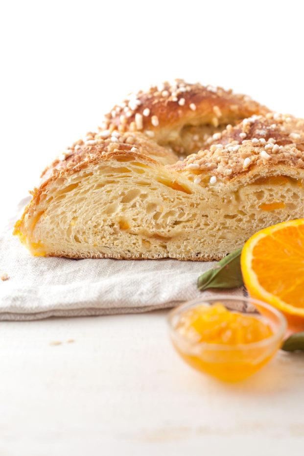 pan brioche all'arancia a forma di treccia
